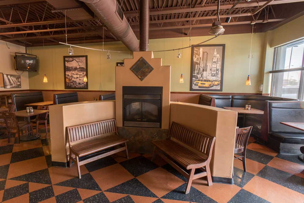 Zio's Pizzeria - Dodge - Interior